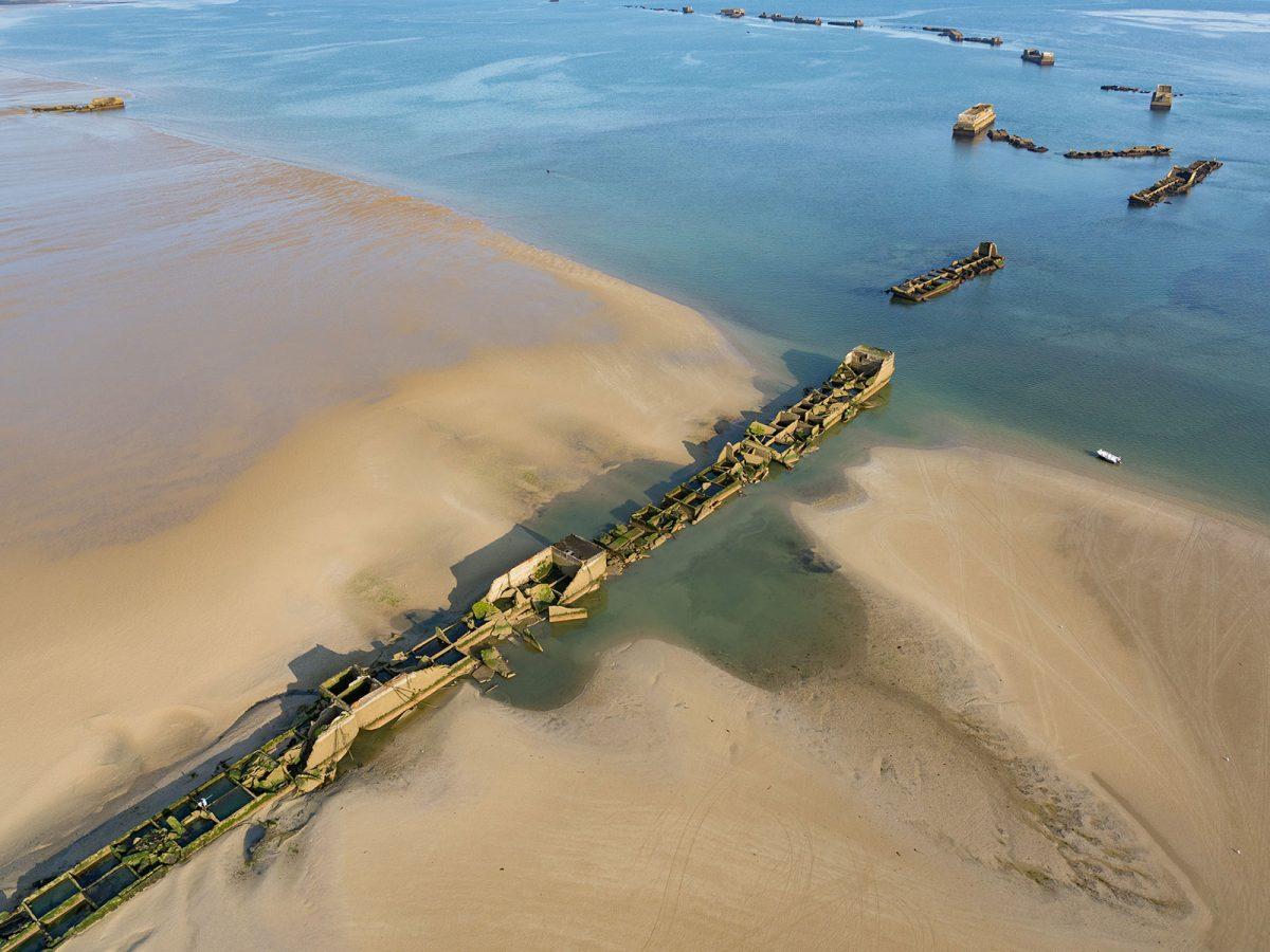 Vestiges du port artificiel à Gold Beach - Plage du Débarquement à Asnelles - D-Day