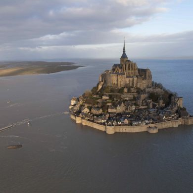 The tides around the Mont-Saint-Michel