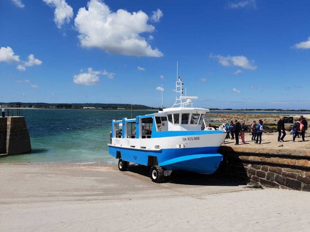 Bateau amphibie à St-Vaast-la-Hougue et l'île Tatihou
