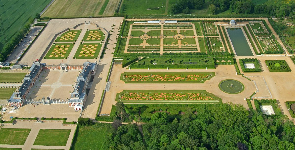 Gardens of the château Champ de bataille