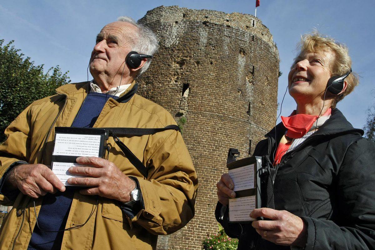 Touristes à Verneuil
